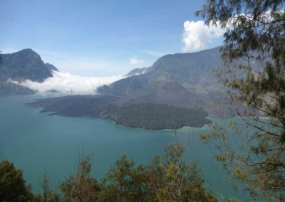 mount-rinjani-lake
