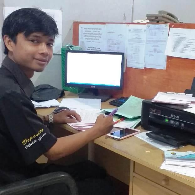 Receptionist at Yuli's Homestay, Kuta Lombok